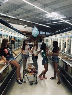 Foto supermercado com amigas #tumblr