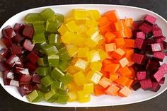DIY: Homemade Healthy Gummies Recipe Did you know store bought fruit gummies or fruit snacks are full of GMO sugar, GMO high fructose corn syrup and harmful artificial dyes? Sweet Recipes, Real Food Recipes, Snack Recipes, Healthy Recipes, Homemade Gummies, Snacks Homemade, Fruit Snacks, Healthy Treats, In Kindergarten