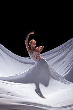 Alexsandra Meijer in Jessica Lang's 'Splendid Isolation III.' Photo by Chris Hardy - TITAS Performing Arts Center Worship Dance, Praise Dance, Praise And Worship, Dance Music, Worship Quotes, Lyrical Dance, Ballet Dance, Dance Moves, Shall We Dance