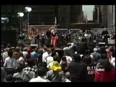 """Carly Simon """"You're So Vain"""" LIVE in Bryant Park 2000"""