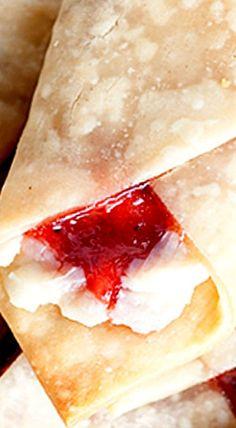 Strawberry cream cheese wraps that taste like pie and cheesecake! Strawberry Cream Pies, Strawberry Desserts, Köstliche Desserts, Strawberries And Cream, Delicious Desserts, Mcdonalds Strawberry Cream Pie, Cheesecake Desserts, Strawberry Cheesecake, Summer Desserts