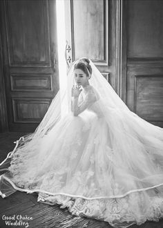 "Korea Pre-Wedding New sample ""Love Blossom"" 2017 from the SW studio Pre Wedding Poses, Pre Wedding Photoshoot, Bridal Shoot, Wedding Shoot, Wedding Gowns, Wedding Rings, Bridal Elegance, Gowns Of Elegance, Wedding Images"
