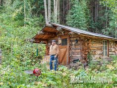 With sweat equity, vision, pioneer-style resourcefulness, your off-grid homestead dream can become reality! Small Log Homes, Small Log Cabin, Small Tiny House, Log Cabin Homes, Cozy Cabin, Log Cabins, Small Cabins, Tiny Homes, How To Build A Log Cabin
