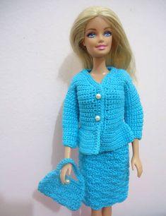 NÃO TRABALHAMOS COM ENCOMENDAS PEÇA ÚNICA DISPONÍVEL APENAS NESTA COR E NESTE TAMANHO  Conjuntinho de Crochê para Barbie. Vestidinho, blazer, bolsa. Tudo feito com linha. Tamanho de Barbie Fashionistas.  Não incluso a boneca, nem o sapatinho. R$ 17,25
