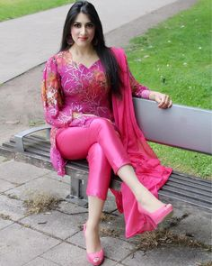 5 Dress Styles That Will Make You Look Thinner Beautiful Muslim Women, Beautiful Girl Indian, Most Beautiful Indian Actress, Salwar Suits Party Wear, Stylish Girl Pic, Indian Designer Wear, Asian Fashion, Women's Fashion, Pink Fashion