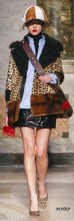 Simonetta Ravizza Fall 2018_vogue.com/fashion-show Hi Fashion, Leopard Fashion, Animal Fashion, Fashion 2018, Fashion Show, Fashion Outfits, Fashion Design, Fashion Trends, Autumn Winter Fashion