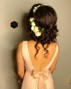 Stunning hairstyles for our Indian brides that scream glamour, try them out, Pearl and Rhinestone bridal hair pins White Ivory Wedding hair pin white Rose Mehndi Hairstyles, Pony Hairstyles, Indian Bridal Hairstyles, Trendy Hairstyles, Beautiful Hairstyles, Hairdos, Wedding Hairstyles, Bridal Hair Buns, Bridal Braids