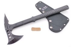 Modern soldiers carry axes instead of combat knives. Survival Tips, Survival Skills, Real Madrid, Windshield Cleaner, Hand Axe, Earthquake Kits, Barcelona, M48, Axe Head