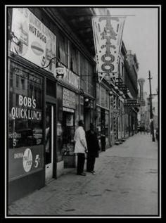 Old Tattoo Shop. Et Tattoo, Tattoo Care, Tattoo Shop, Vintage Posters, Vintage Photos, Virginia Tattoo, Vintage Flower Tattoo, Vintage Tattoos, Antique Tattoo