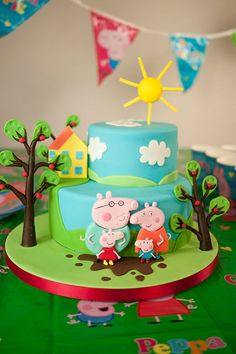 Really creative Peppa Pig birthday cake! Tortas Peppa Pig, Bolo Da Peppa Pig, Peppa Pig Birthday Cake, Peppa Pig Cakes, 2nd Birthday Cake Girl, 4th Birthday, Birthday Ideas, Peppa Pig Y George, George Pig Cake