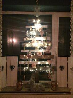 Ons alternatief voor de traditionele kerstboom. Je moet toch wat als je gaat verhuizen