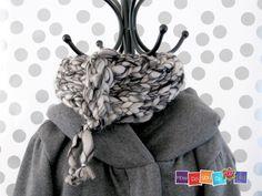 Super Chunky infinity scarf , Knit Scarf , Bulky Scarf , Knitted scarf , Chunky Yarn , Infinity Scarf , Knit Cowl Scarf, Black & White scarf by HowDoYouDoIt on Etsy