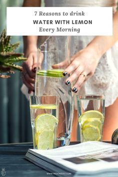 start your morning with a warm glass of lemon water on an empty stomach! Ever wondered what are the benefits of this great drink? {spoiler : weight loss is only one of them! Natural Body Detox, Full Body Detox, Body Cleanse, What Is Detox Water, Beauty Detox, Leaky Gut Syndrome, Lemon Detox, Detox Tips, Sugar Detox