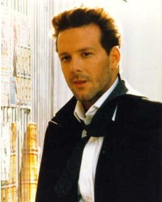Mickey Rourke was so hansome back in the day.... tracyayers