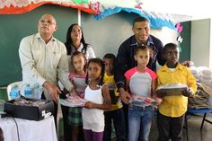 Fundación Sobeida Almonte realiza entrega de útiles escolares en Loma de Cabrera