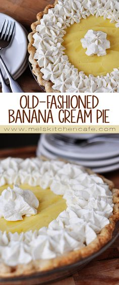 banana pie The end result of this homemade old-fashioned banana cream pie is beyond words. The banana lovers you bake it for will be in pie heaven. Banana Cream Cheesecake, Banana Pie, Bannana Cream Pie, Homemade Banana Cream Pie, Yummy Treats, Sweet Treats, Yummy Food, Köstliche Desserts, Dessert Recipes