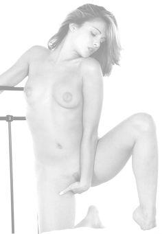 Clara Morgane : trop sexy, Facebook la censure !