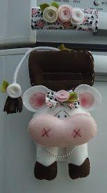 Vaquinha e Ovelhinha... Foram adornar ainda mais a cozinha da Cláudia Roberta, residente em Planaltina, DF.   Cada detalhe foi confeccionad... Felt Crafts, Fabric Crafts, Diy And Crafts, Crafts For Kids, Fridge Decor, Cow Art, Sewing Dolls, Pin Cushions, Pattern Art