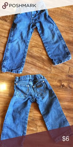 Wrangler blue jeans Great condition... adjustable waist...wrangler retro blue jeans Wrangler Bottoms Jeans