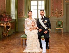 Die offiziellen Taufbilder sind da! Prinz Alexander mit seinen Eltern Sofia von…