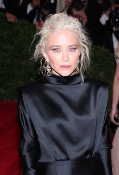 //|V|\ : Mary-Kate Olsen