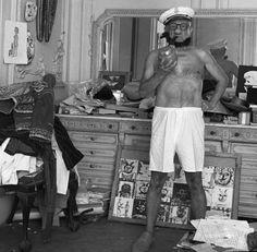 Pablo Picasso posando de Popeye (foto: Andre Villers, 1957)