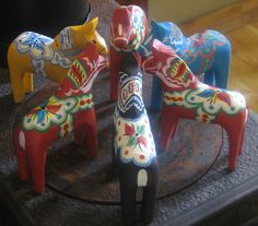 Dala horses ~ carved by swedish artist Steve Nyman and painted by his wife Cathy The Swede, Scandinavian Christmas, Scandinavian Folk Art, Swedish Christmas, About Sweden, Wooden Horse, Horse Art, Swedish Style, Swedish Design