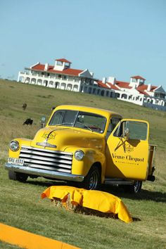 Veuve Clicquot picnic: must find a suitable vintage pickup to restore and paint like this!
