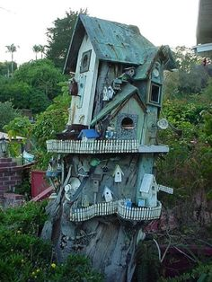 Tree stump birdhouse by linda