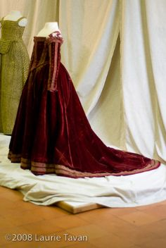 Pisa Gown, on permanent display at Museo di Palazo Reale, Pisa Mode Renaissance, Costume Renaissance, Renaissance Fashion, Renaissance Clothing, Italian Renaissance, 16th Century Clothing, 16th Century Fashion, 18th Century, Vintage Gowns