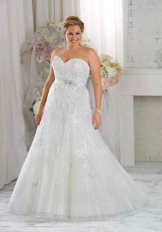 1413 gown from the 2015 Bonny Bridal collection, as seen on Bride.Canada