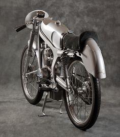 1952 The Aerocaproni Capriolo 75 :: via Italian Ways 250cc Motorcycle, Motorcycle Outfit, Classic Motors, Classic Bikes, Classic Motorcycle, Vintage Motorcycles, Cars And Motorcycles, Tron Bike, Honda Cub