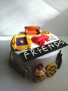 Friends TV show cake toppers Edible handmade FONDANT 14 pcs - Birthday Cake Vanilla Ideen Friends Birthday Cake, Friends Cake, Funny Birthday Cakes, Birthday Cake Pops, Friends Tv Show, Friends Moments, Bolo Crossfit, Cake Tv Show, Bmx Cake