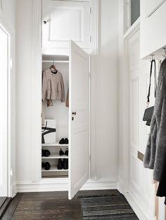 Pin tillagd av anna p på home wardrobe прихожая och стиль. Entry Stairs, Entry Hallway, Entryway, Entry Closet, Gray Interior, Interior And Exterior, Interior Design, Interior Inspiration, Room Inspiration