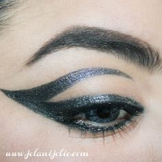 crazy eyeliner skills!