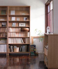 by MUJI 大きい本棚ももちろんですが、こういう床(ゆか)に憧れるんですよねー。