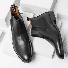 Powinny być trwałe, odporne na wilgoć, wygodne i stylowe. Dobre buty męskie na jesień to nie tylko ciekawy design, ale przede wszystkim funkcjonalność. Dzięki wysokiej jakości materiałów oraz świetnemu wykonaniu obuwie znanych marek przetrwa nawet najgorsze warunki pogodowe.   #jakiebutymęskienajesień #jesiennebutymęskie #butyjesienne #butymeskie