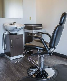 Beauty Salon Decor, Beauty Salon Interior, Salon Interior Design, Interior Design Photos, Interior Design Magazine, Salon Design, Salon Chairs For Sale, Salon Styling Chairs, Salon Furniture For Sale