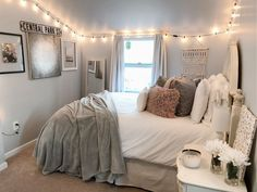 pin↠juliatops vsco↠juliatops - Zimmer - DIY home decor Teen Room Decor, Room Ideas Bedroom, Bedroom Decor, Bedroom Inspo, Teen Room Colors, Teen Room Furniture, Bed Room, Wall Colors, Dream Rooms