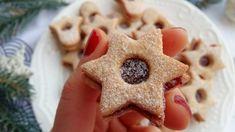Linecké mezi vánočním pečivem nesmí chybět, že? Letos však zkus naši verzi s menším množstvím kalorií bez másla a cukru.