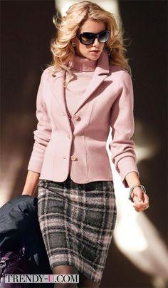 Серая юбка, свитер и пиджак