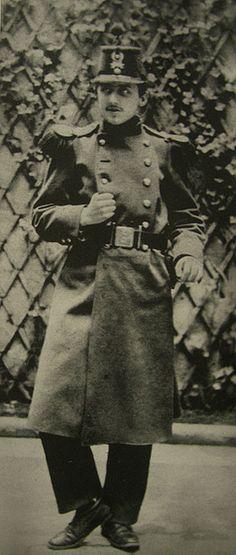 Marcel Proust en 1889 à Orléans, au 76e régiment d'infanterie.    Orléans est un des modèles de la ville de Doncières dans A la Recherche du temps perdu de Marcel Proust.