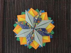 Mandala elaborada a partir de composição de módulos de Origami