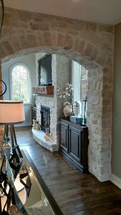 House Brick And Stone Fireplace Makeovers 36 Ideas Casa Magnolia, Stone Veneer Fireplace, Cream Fireplace, Stone Fireplaces, Wc Decoration, Brick Archway, Stone Interior, Fireplace Remodel, Fireplace Makeovers