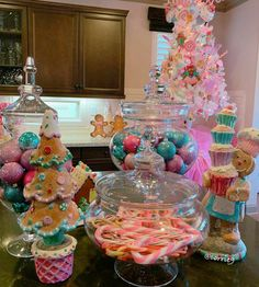 Gingerbread Christmas Decor, Candy Land Christmas, Candy Christmas Decorations, Christmas Tree Themes, Christmas Holidays, Christmas Crafts, Pink Christmas Tree, Christmas Kitchen, Candyland