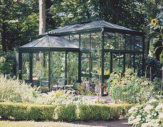 Pictures of greenhouses, garden rooms, verandas, orangeries, conservatories Sotteville Les Rouen, She Sheds, English Style, Conservatory, Luxury Living, Vignettes, Live Life, Homesteading, Art Deco