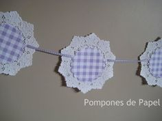 Pompones de Papel: :: Guirnalda Blonda :: Mobiles, Diy And Crafts, Paper Crafts, Paper Doilies, Ideas Para Fiestas, Diy Wreath, Decoration, Tea Party, Crochet Earrings