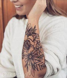 easy half sleeve tattoos #Halfsleevetattoos Easy Half Sleeve Tattoos, Half Sleeve Tattoos Designs, Arm Sleeve Tattoos, Tattoos For Women Flowers, Beautiful Flower Tattoos, Sleeve Tattoos For Women, Pretty Tattoos, Awesome Tattoos, Flower Tattoo Arm
