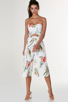 Chic tube jumpsuit with tropical print throughout. Sweetheart neckline with padded bust and cut out at center. Side pockets with wide leg fit and cropped hem finish. - Self: Polyetser-Spandex blend -