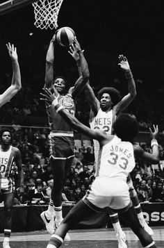 David Thompson Denver Nuggets Julius Erving New York Nets Basketball Is Life, Basketball Legends, Basketball Players, Basketball Diaries, Basketball Moves, Basketball News, Basketball Design, Sports Images, Sports Pictures